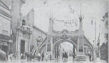 Arco ubicado en la calle 63 en frente de la casa de Montejo