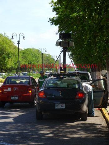 Vehiculo que recorre las calles de Mérida