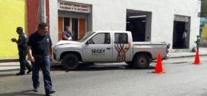 Fuerte choque en la calle 78 con 61 del centro de una camioneta de la Segey con un poste. FIDEL INTERIÁN JIMÉNEZ