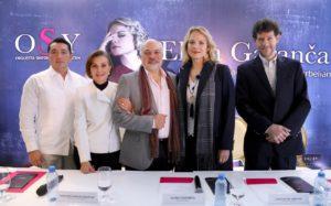 Miguel Escobedo Novelo, doña Margarita Molina Zaldívar, Elina Garanca, Constantine Orbelian y Juan Carlos Lomónaco. (Josué Argáez)